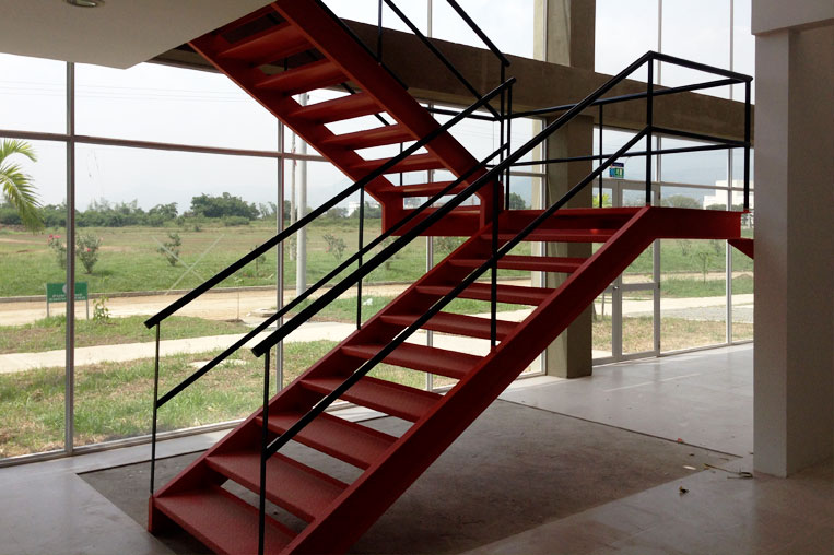 Escaleras met licas cali for Escaleras de madera de dos tramos
